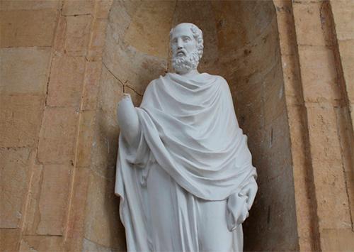 В Херсоне статуи по-прежнему без рук