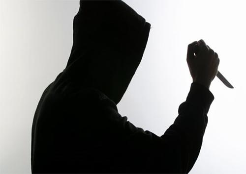 На Херсонщині невідомий погрожував ножем жінці