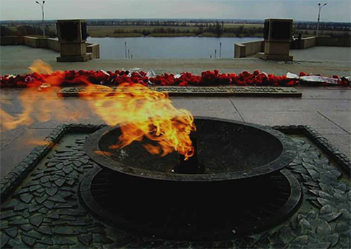 Так кто же зажег «Вечный огонь» в Херсоне?