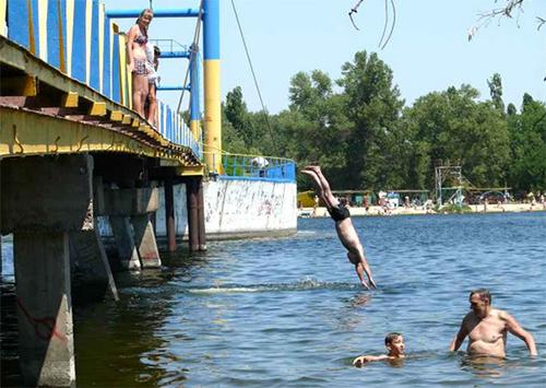 Пляж херсонского Гидропарка готов к купальному сезону на 70%
