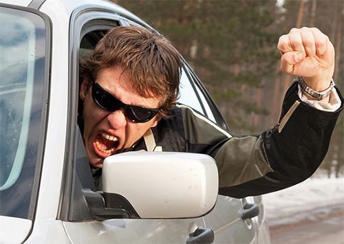 На Херсонщине водители-камикадзе протаранили газопровод и киоск