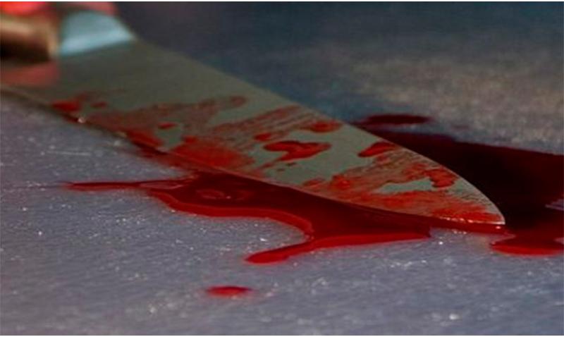 Скадовчанин ножем розпоров собі живіт, порізав шию та вени: в шоковому стані суїцидника доправлили до лікарні