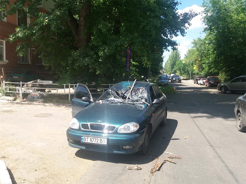 В Херсоне посреди дня можно остаться без машины и здоровья