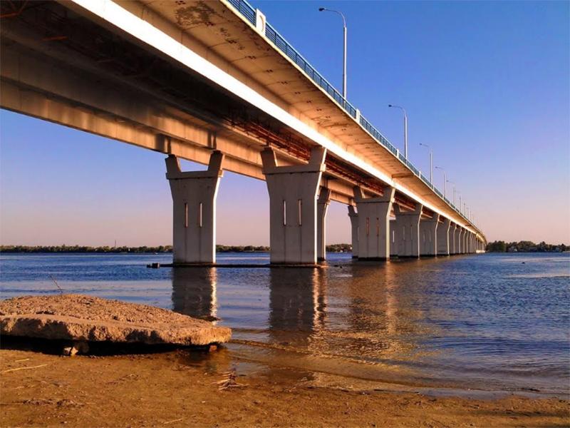 Подросток прыгнул в Днепр с Антоновского моста под Херсоном