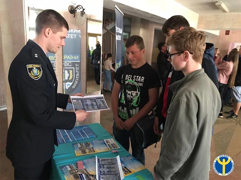 Учнівську молодь Херсонщини запрошували поповнити ряди Національної поліції України