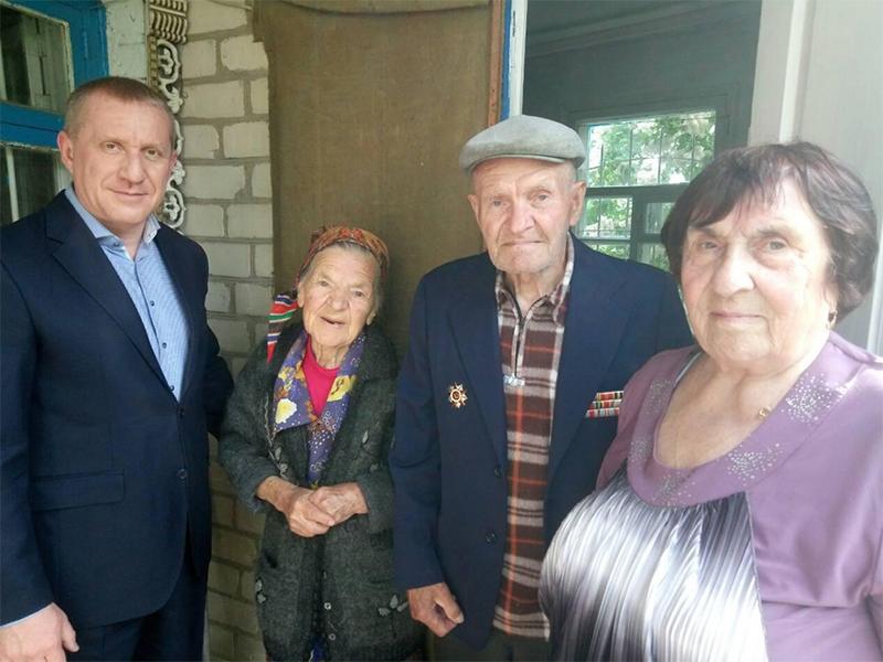 Василий Федин поздравил ветеранов