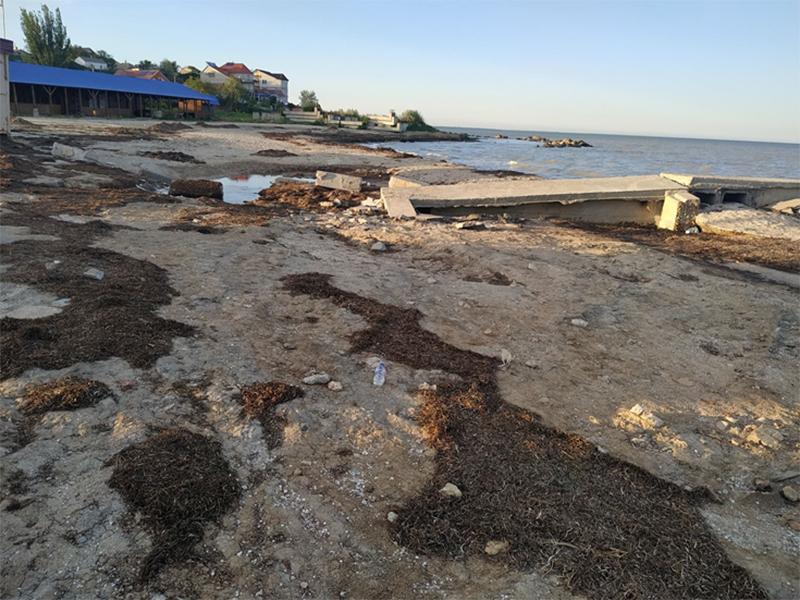 Городской пляж Геническа к курортному сезону не готов