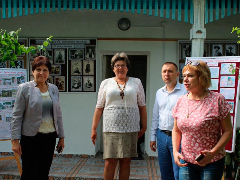 Олешківська районна рада привітала працівників музеїв