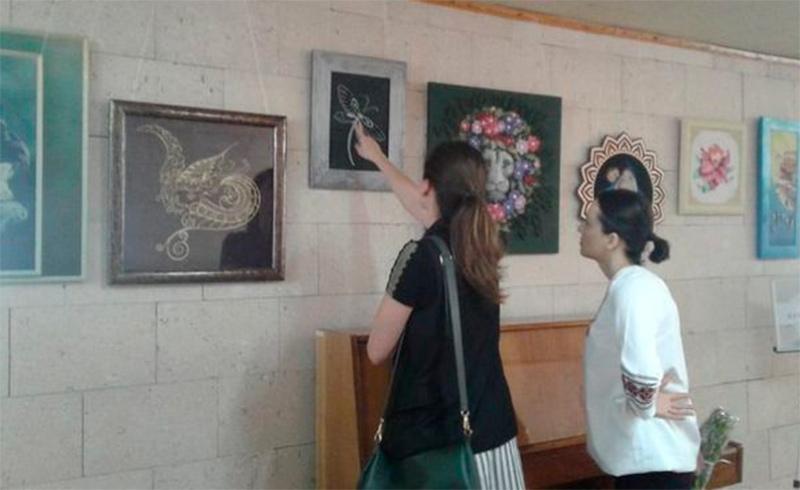 В херсонской библиотеке открылась выставка не совсем традиционных картин