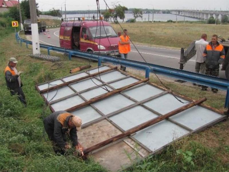 В Херсоне демонтировали 45 незаконных рекламных конструкций