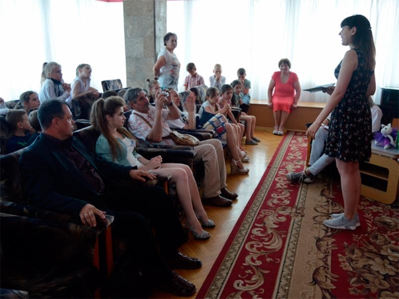 Херсонці зустрілися з талановитою поетесою з Кропивницького
