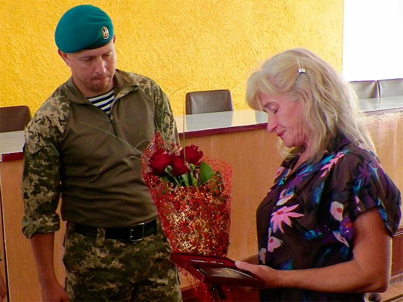 На Херсонщині матері загиблого в АТО Героя вручили орден сина