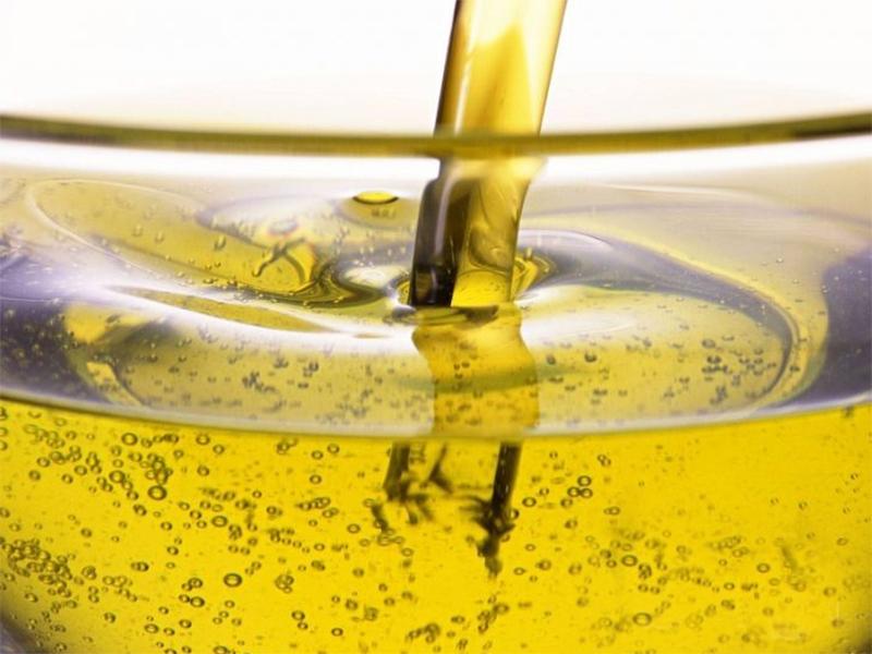 На Херсонщине предприимчивый воришка умудрился организовать «доение» автоцистерны с подсолнечным маслом