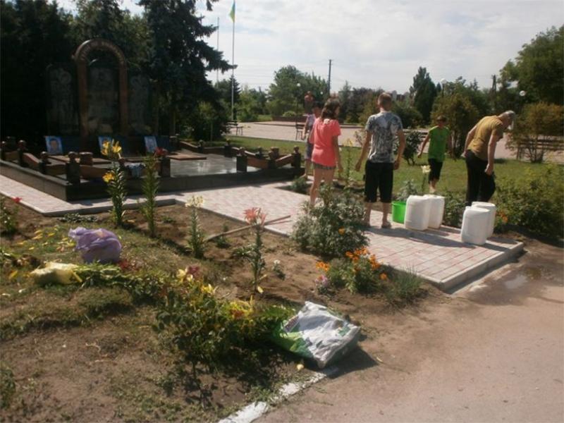Жители Каланчака перевоплотили газон в цветочный рай
