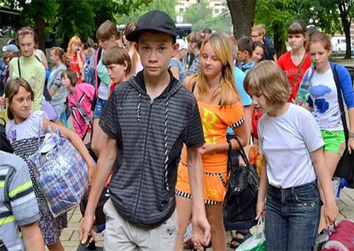 Автобусы с детьми на Херсонщину пошли потоком