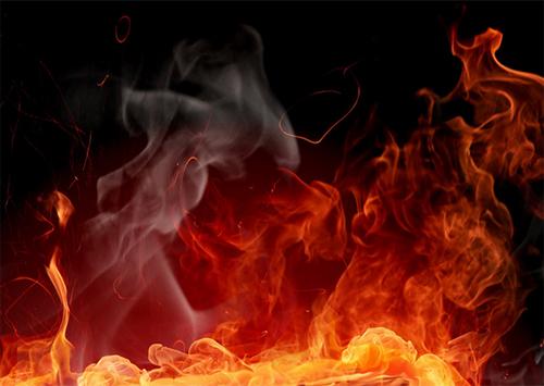 У Херсоні горіло сміття, від якого загорілися гаражі
