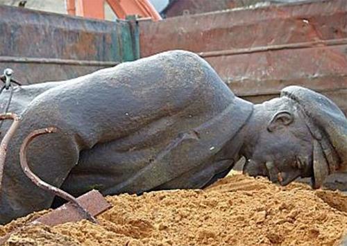На Херсонщині впали останні найбільші комуністичні «ідоли»