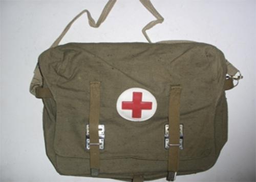 Польові сумки-аптечки для бійців Нацгвардії розробили херсонські волонтери