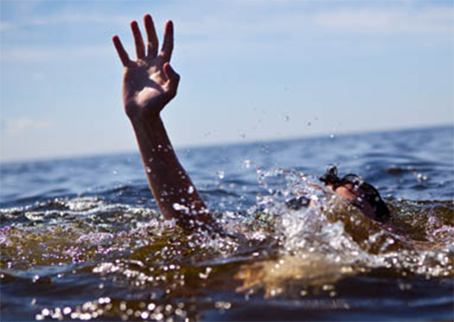 На городском пляже Геническа утонула женщина