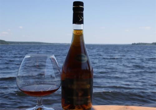 На узбережжі Залізного Порту – понад півтони «лівого» алкоголю