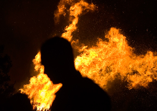Человека на Херсонщине хотели сжечь заживо