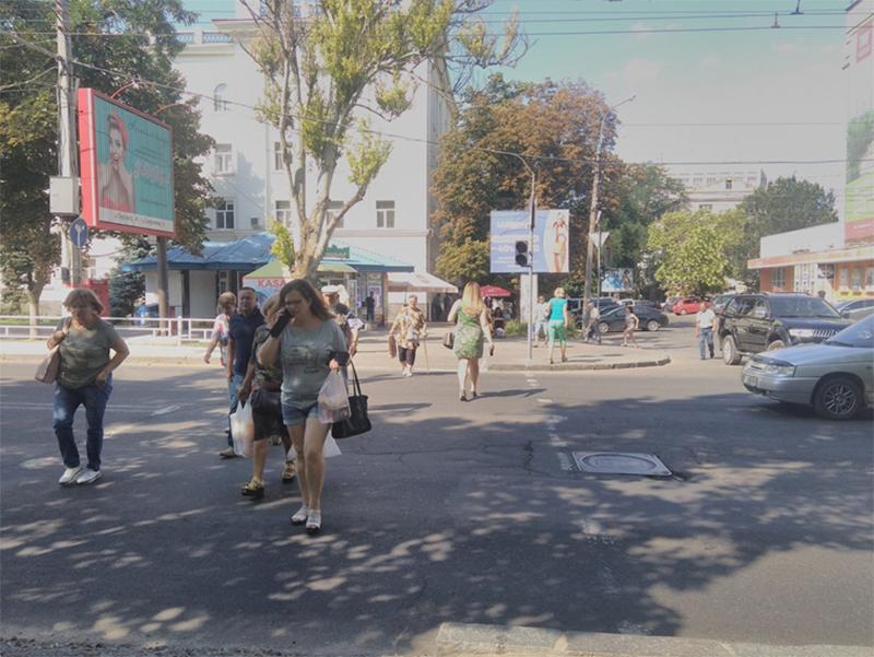 Опасные неудобства для пешеходов в Херсоне