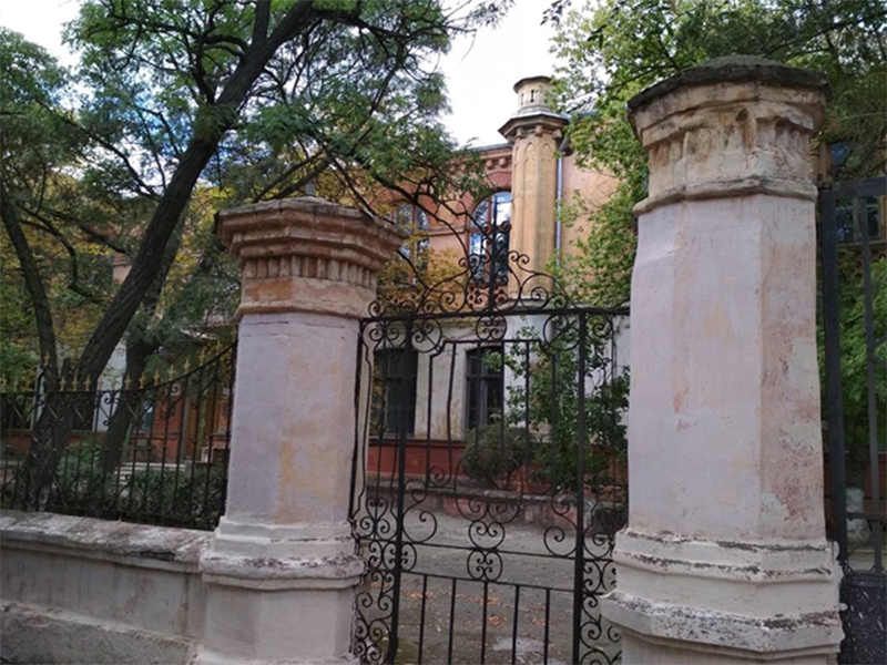 Архітектурні перлини Херсона: жіноча гімназія