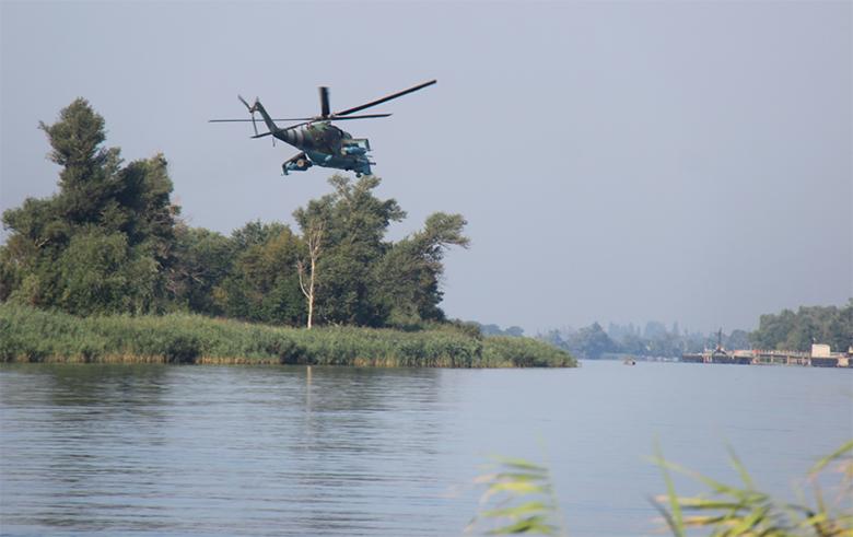 Военные вертолеты над Херсоном