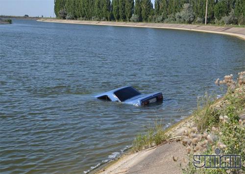 Две машины за день утонули в оросительных каналах на Херсонщине