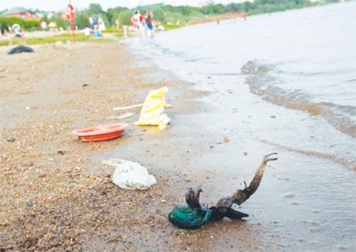 Вода у херсонских пляжей становится все опаснее