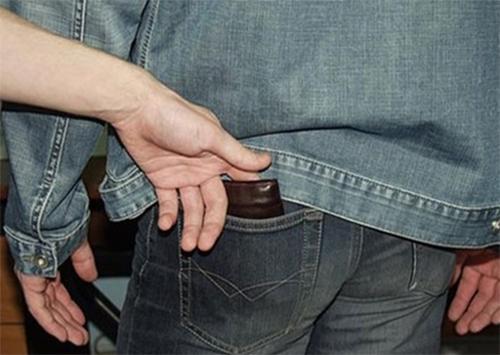 Херсонские карманники даже у полицейских воруют