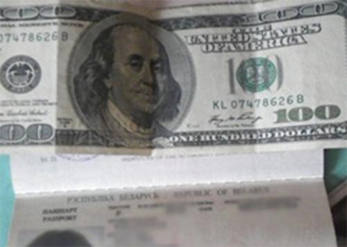 Прикордонників намагались підкупити за долари