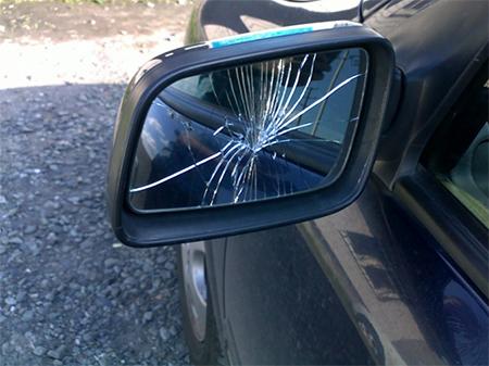 Херсонец стал жертвой вымогательства прямо на дороге
