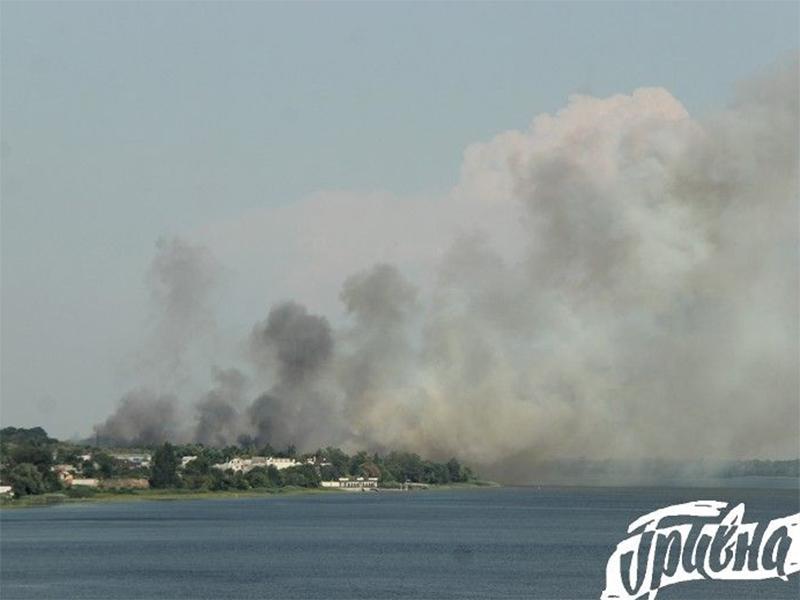 На Херсонщине огонь гасили с самолетов и вертолетов