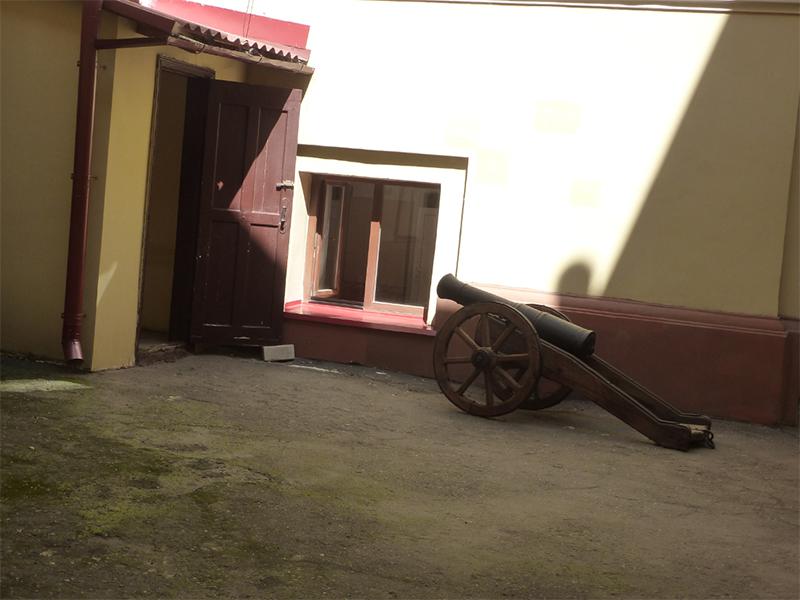 В Херсоне двери под прицелом
