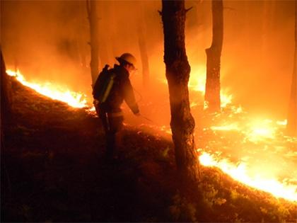 На Херсонщині рятувальник потрапив у вогняний шквал