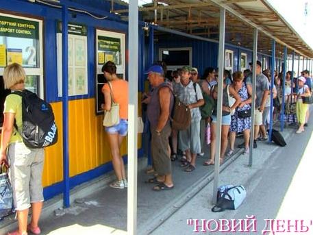 Хто й навіщо їздить до окупованого Криму?