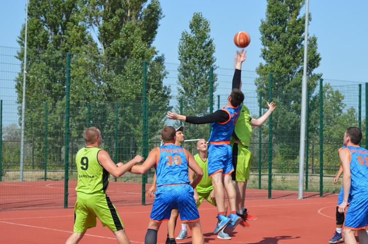На Арабатке три дня будут соревноваться восемь баскетбольных команд