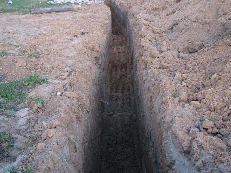В Херсоне люди падают в ямы
