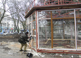 В Херсоне сносят  строение на бульваре Мирном