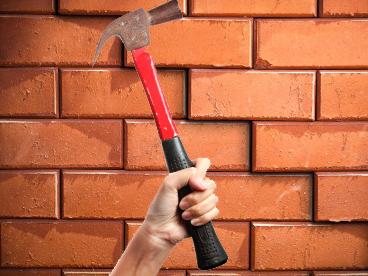 Херсонцам новый сосед разрушил несущие стены