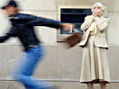 Херсонскую старушку ограбили среди белого дня