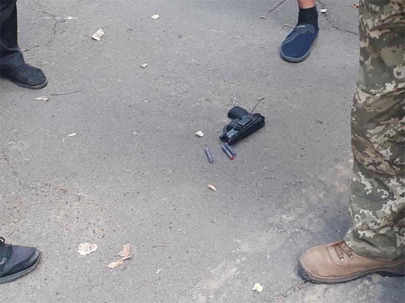 Біля будівлі Херсонської ОДА пролунали постріли