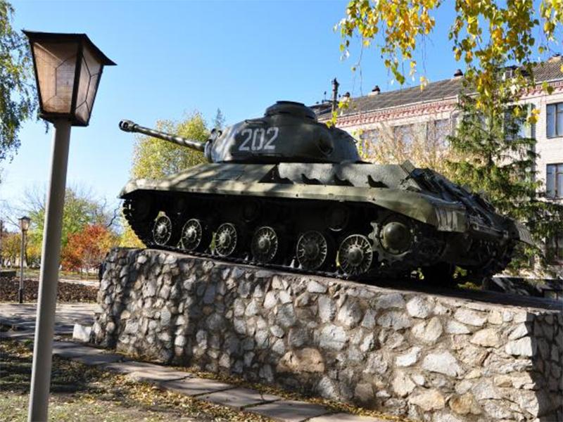Один з танка, другий з вікна, так на Херсонщині розважаються п'яні чоловіки