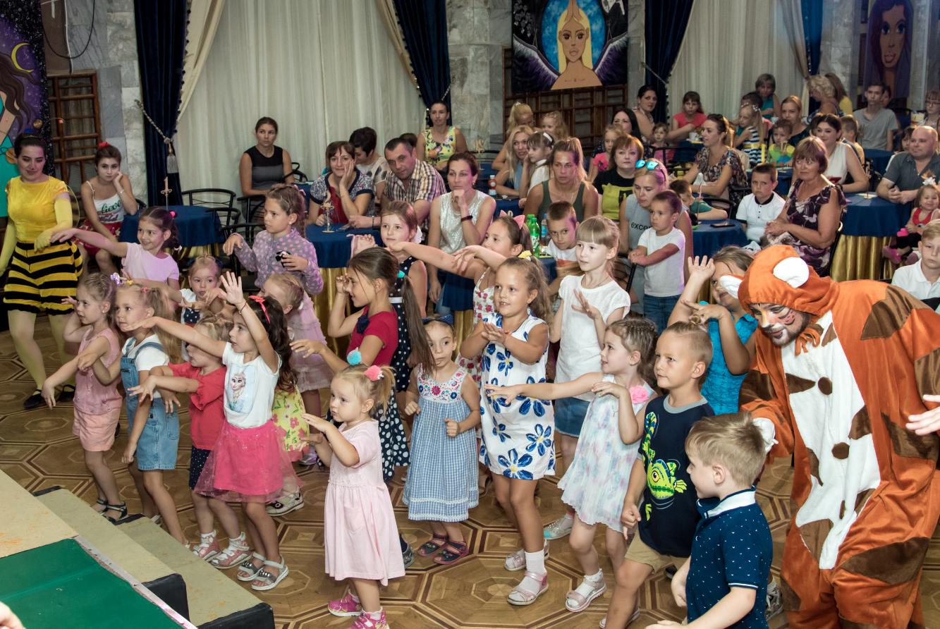 В Херсоне «неимоверно перевоплощались» на глазах у детей