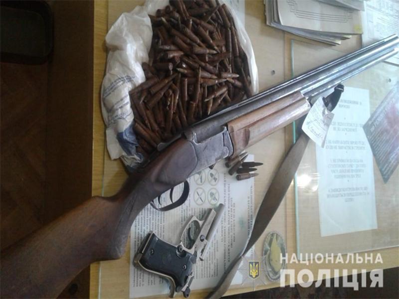 Херсонці здають зброю