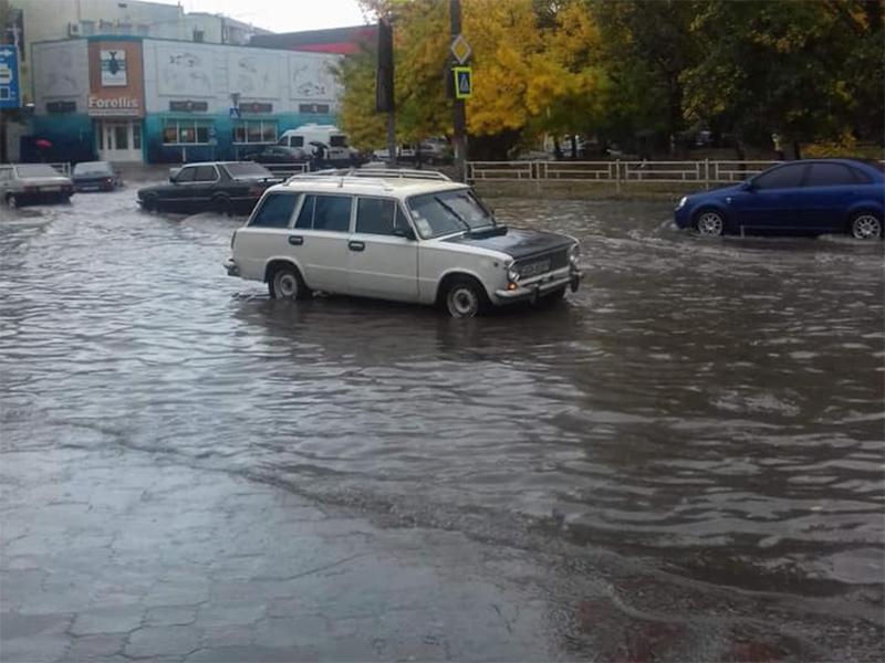 Умеет ли плавать херсонский мэр?
