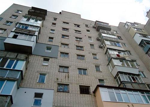 Старые многоэтажки отправляют в «свободное плавание»