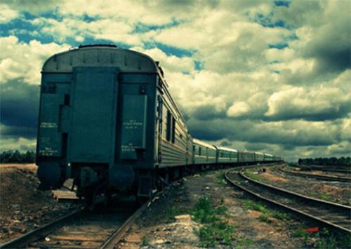 Под колесами поезда погиб молодой херсонец