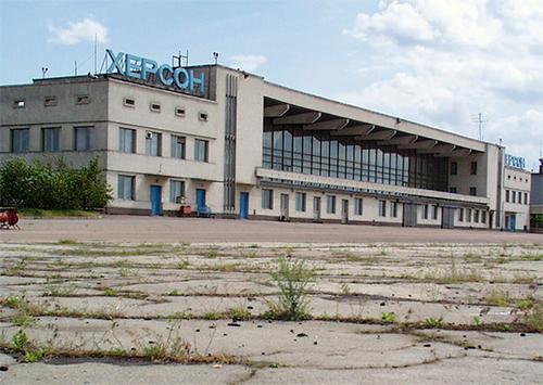 Санкции ударили по Херсонскому аэропорту